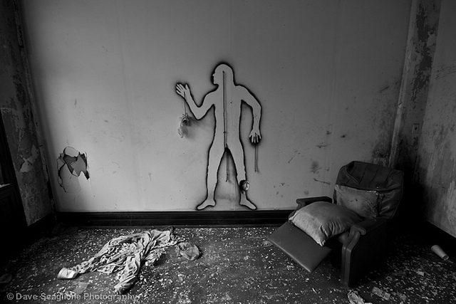 Graffiti human figure on the wall.Author:David ScaglioneCC BY 2.0