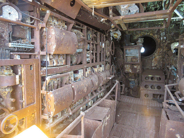 Inside the submarine different angle. Author: NH53 CC BY 2.0