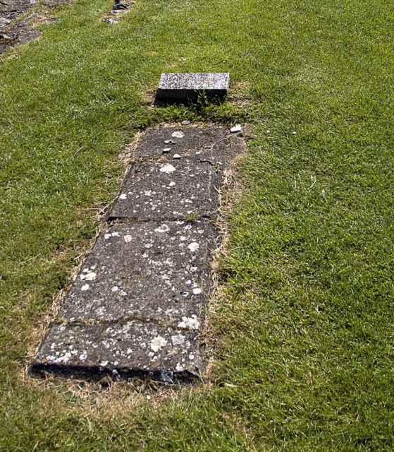It functioned as a burial site. The grave of Abbot Hugh II who died in the 13th century. Author: Ealdgyth. CC BY-SA 3.0