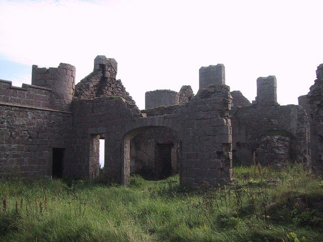 It is one of the scariest castles in Aberdeenshire. Author: Sarah Charlesworth. CC BY-SA 2.0
