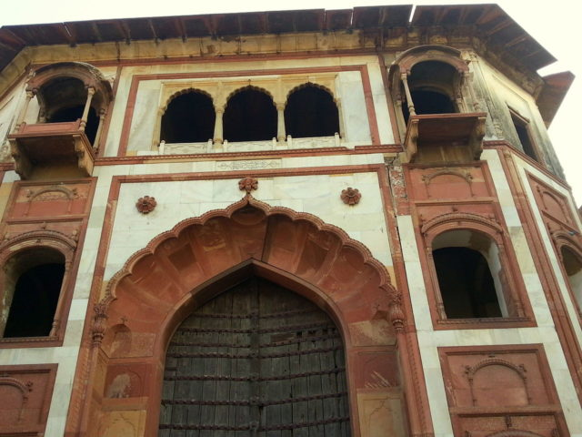 It served as a royal summer palace during the Mughal era. Author: Ekabhishek. CC BY-SA 3.0