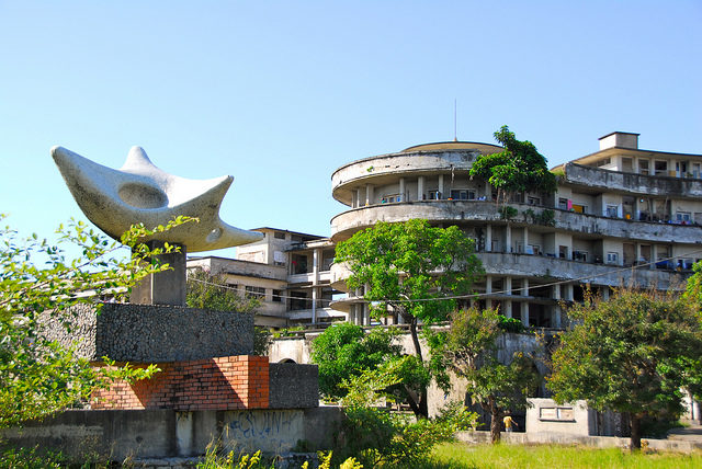 It was the most luxurious hotel in Africa which operated for only eight years. Author: F Mira. CC BY-SA 2.0