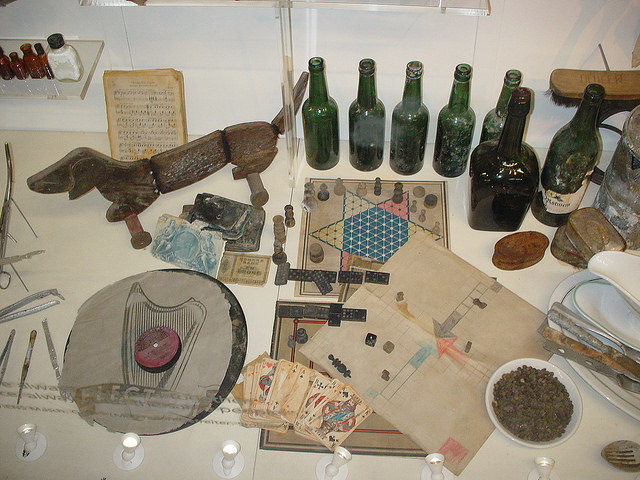 Items salvaged for the boat. Author: Rept0n1x CC BY-SA 2.0