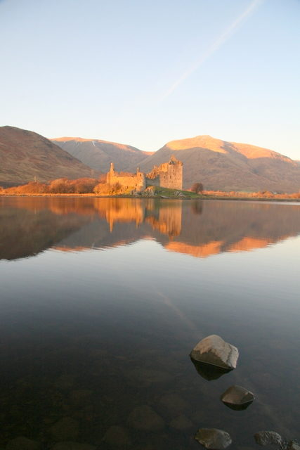 View at the castle from the lake shore/ Author: Dan – CC BY-SA 2.0