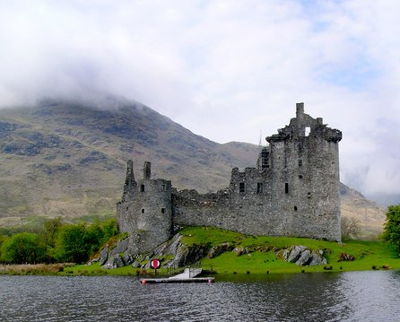 Kilchurn Castle/ Author: Peter Gordon – CC BY-SA 2.0