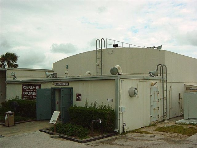 Blockhouse at Cape Canaveral Air Force Station Launch Complex 26. Home of the Air Force Space & Missile Museum. October 2004 – Author: FI295 – CC BY-SA 3.0