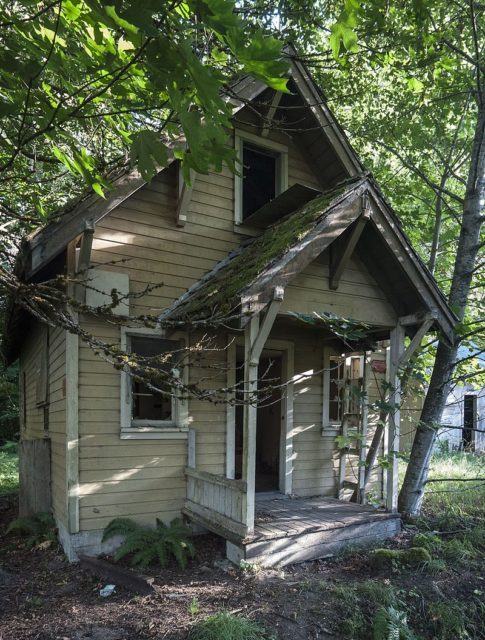 House in the ghost town of Lester, Washington. Author: BryonDavis. CC0