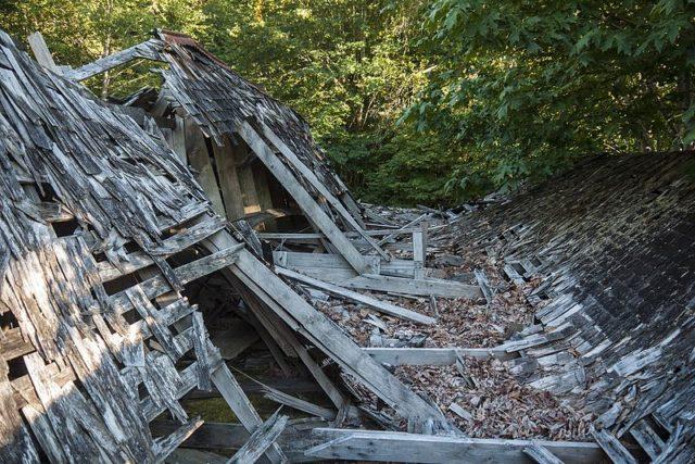Collapsed roof of the abandoned warehouse in Lester, Washington. Author: BryonDavis. CC0
