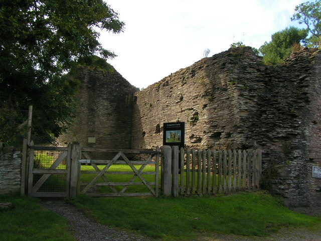 The wall that encircled the Longtown Castle/ Author: andy dolman – CC BY-SA 2.0