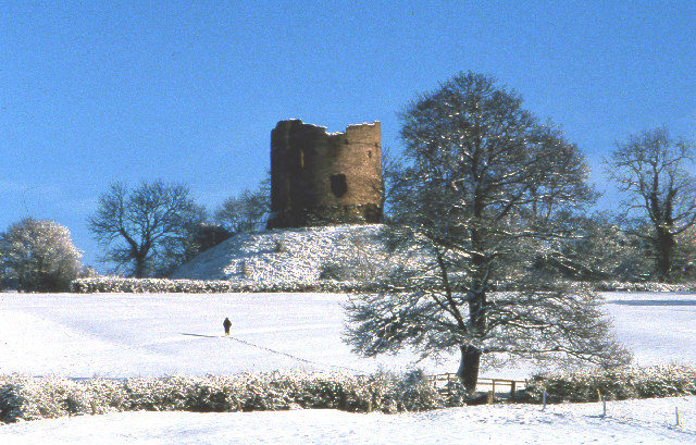 Motte and keep in the snow, 1978/ Author:Crispin Purdye – CC BY-SA 2.0