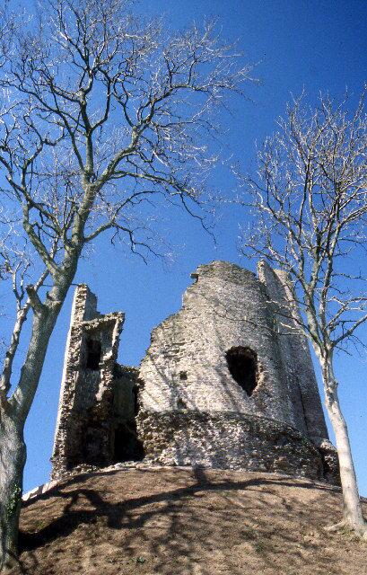 The keep: Author: Crispin Purdye -CC BY-SA 2.0