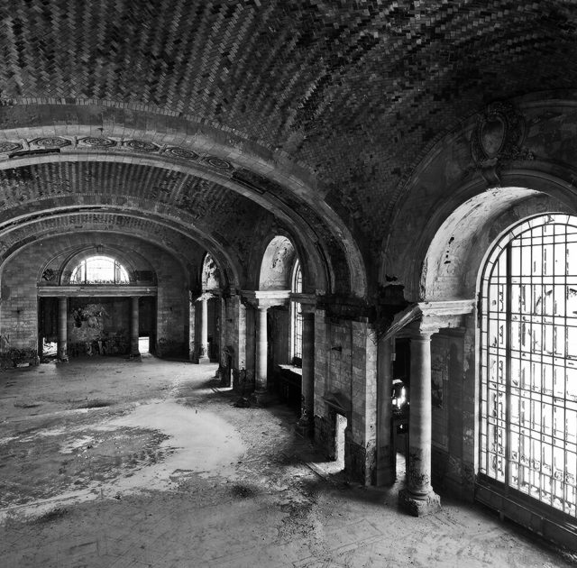 Interior Mezzanine of Michigan Central Station – Author: Winter4368 – CC BY 3.0
