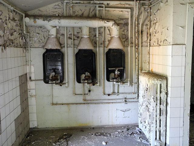 Part of the bathroom.Author:m.a.r.c.CC BY-SA 2.0
