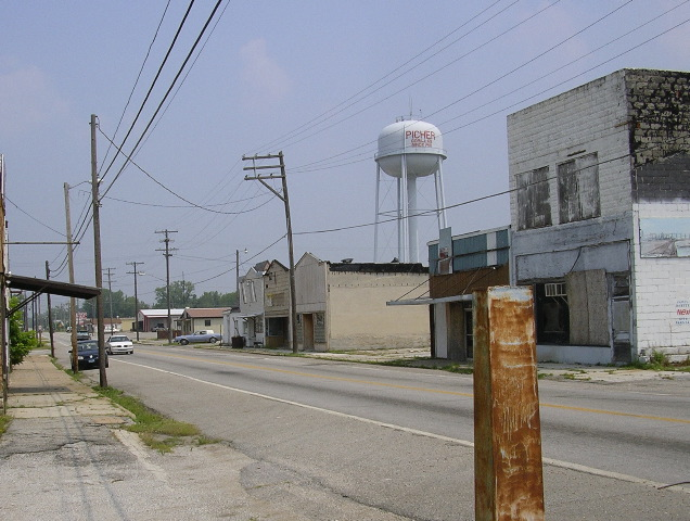 A view looking north along Connell Ave, which was the main business district, 2007. The Picher Water Tower stands in the background/ Author: Tim Dowd – CC BY 3.0