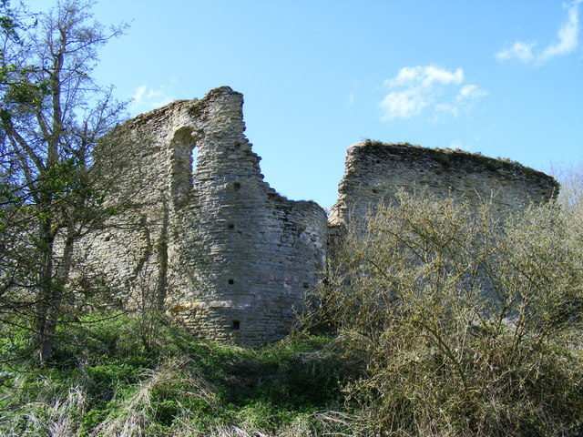 The surviving ruins date from the 13th and 14th centuries/ Author: PAUL FARMER – CC BY-SA 2.0