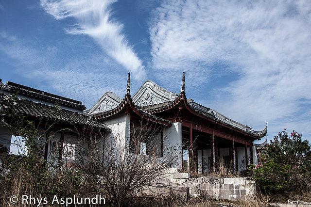 Abandoned Splendid China park.Author: Rhys A. CC BY 2.0