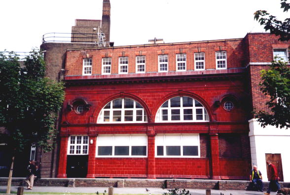 Surviving fragment of Brompton Road tube station.Author:Nick CooperCC BY-SA 2.5
