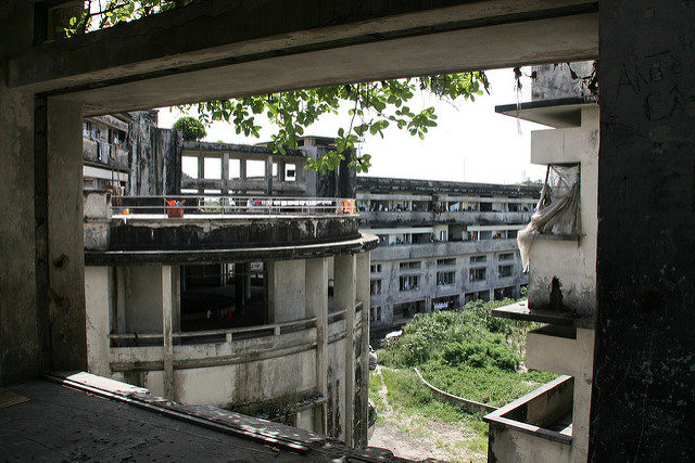 The abandoned four-storey building is currently home to over 1, 000 squatters. Author: Michiel Van Balen. CC BY 2.0