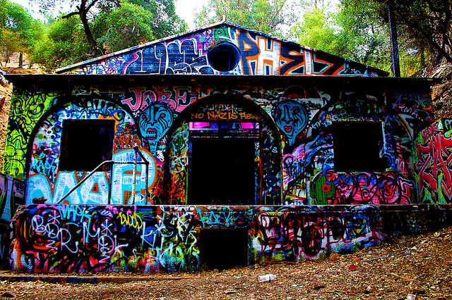 The abandoned power station covered with graffiti. Author: mcflygoes88mph. CC BY-ND 2.0