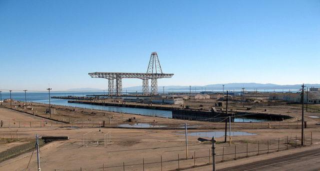 The battleship crane. Author:Sanfranman59CC BY-SA 3.0