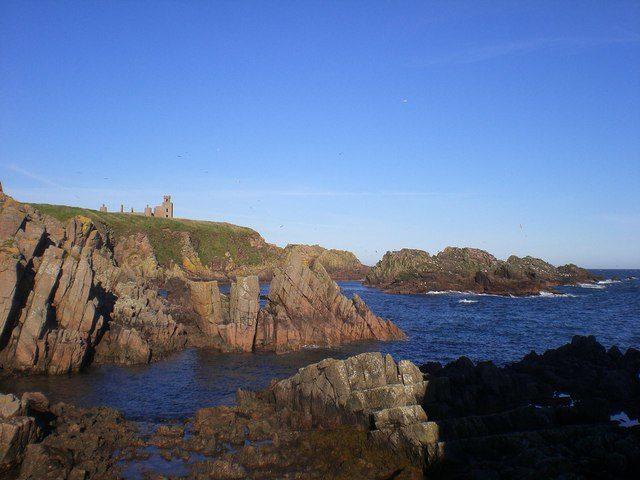 The castle on the hill. Author: Lyn Mcleod. CC BY-SA 2.0