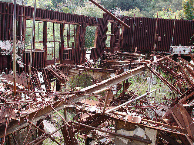 The compound was abandoned in the 1990s. Author: Matthew Robinson. CC BY 2.0