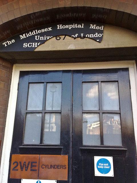 The entrance to the hospital. Author:secretlondon123CC BY-SA 2.0