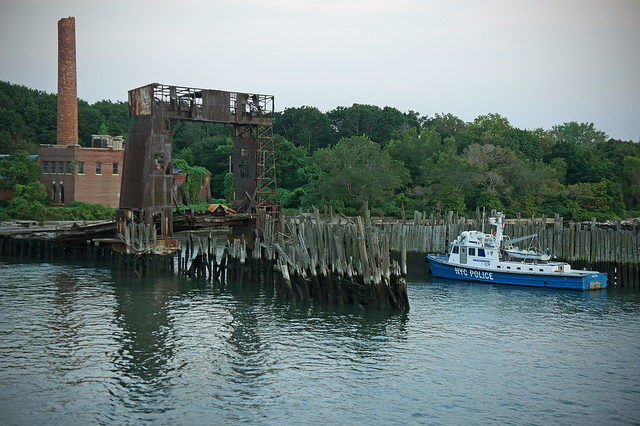 The Ferry dock on the island. Author: H.L.I.T. CC BY 2.0