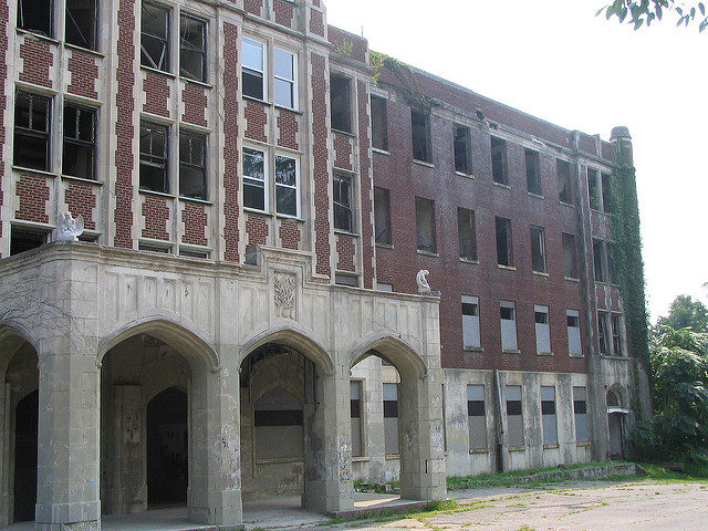The front of the building.Author:Aaron VowelsCC BY 2.0