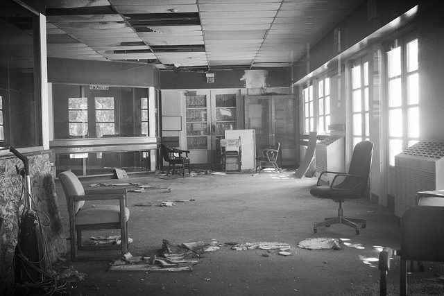 The lobby of the gym at the Mare Island Naval Shipyard. Author:Mark GunnCC BY 2.0
