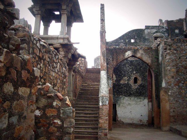 The Mahal was named after the emperor Bahadur Shah II known as Zafar. Author: Anupamg. CC BY-SA 3.0