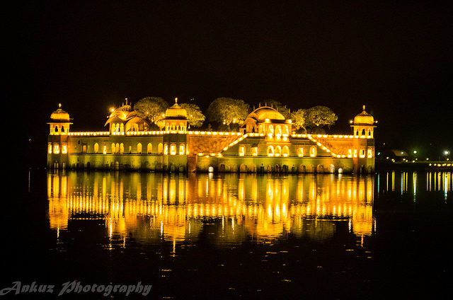 The palace at night. Author: Ankit Agarwal. CC BY 2.0