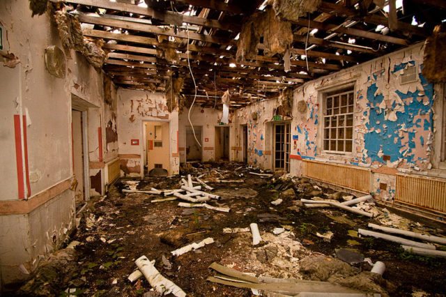 The result of years of abandonment. Author:Ashley BurtonCC BY-SA 3.0