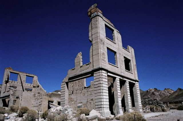 The ruins of the Cook Bank Building. Author: Tahoenathan. CC BY-SA 3.0