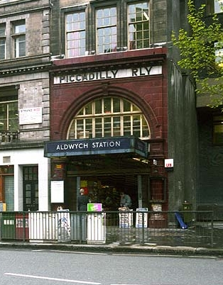 The station entrance before closure. Author: Phillip Perry CC BY-SA 2.0