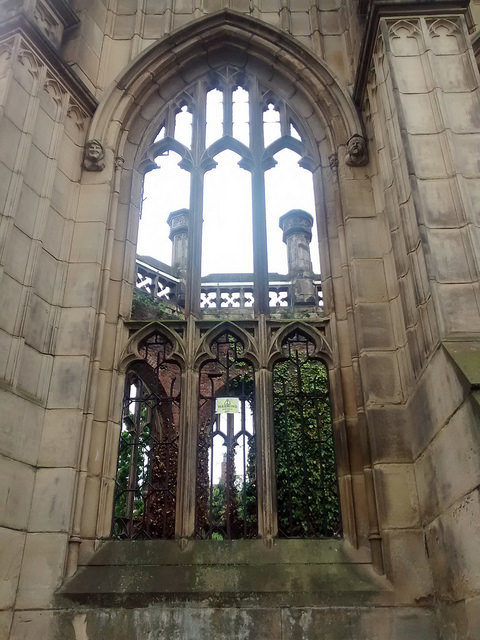The window of St. Luke's Church. Author: Andrew Bowden CC BY-SA 2.0