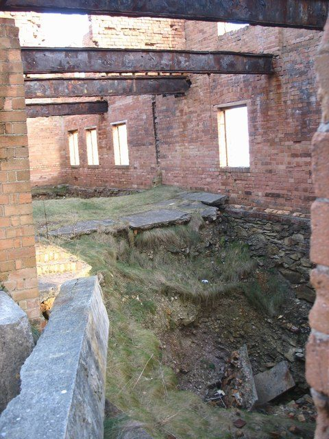 The collapsed floor of the brick work's workshop/ Author: Eric Jones – CC BY-SA 2.0