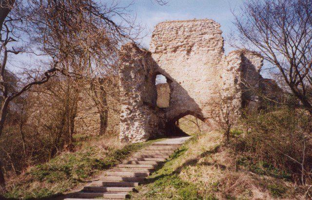 Wigmore Castle ruins/ Author: Humphrey Bolton – CC BY-SA 2.0