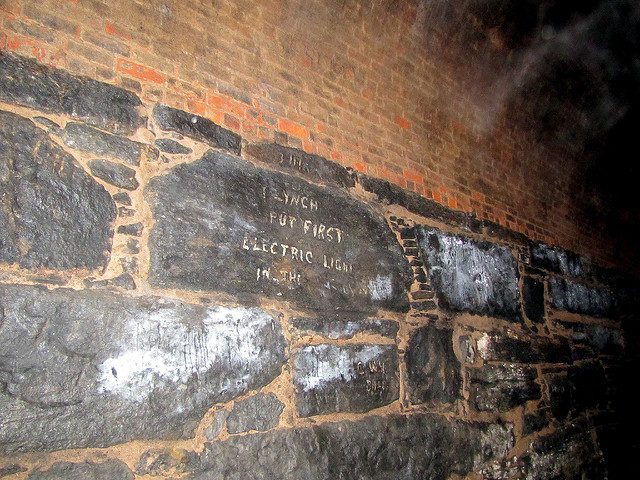 Writings indicating who installed the first electric light in the tunnel. Author:David BerkowitzCC BY 2.0