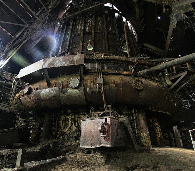 Massive size iron furnace – Author: Forsaken Fotos – CC by 2.0