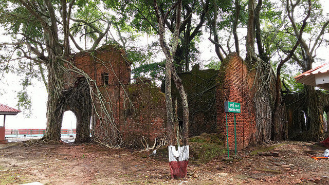 Abandoned printing press. Author: Ankur P – CC BY-SA 2.0