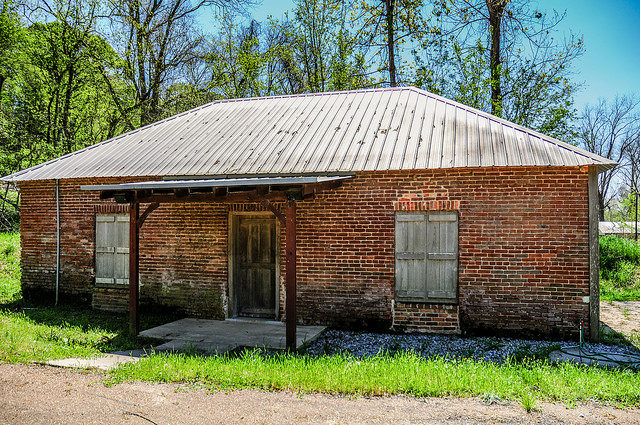 The Red Brick Schoolhouse/ Author: Michael McCarthy – CC BY-ND 2.0