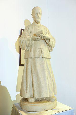 Statue of Joseph Freinademetz in St. Joseph's Chapel/ Author:Isaac Wong (惡德神父) – CC BY-SA 3.0