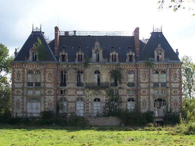 The Castle of Bonnelles in 2006. Author: ℍenry Salomé – CC BY-SA 3.0