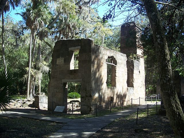 The sugar mill was constructed from coquina sedimentary stones, composed of crushed sea shells. Author: Ebyabe – CC BY-SA 3.0