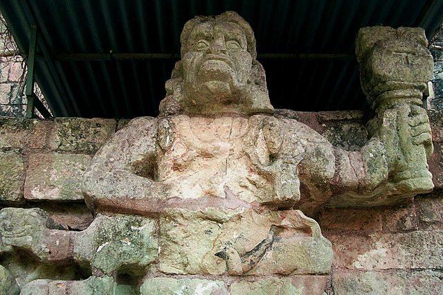 Sculpture that represents howler monkey god, patron of the artisans. Author: Adalberto Hernandez Vega – CC BY 2.0