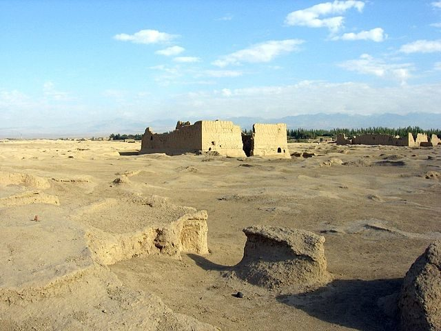Almost all of the structures were constructed of earth/ Author: Colegota – CC BY-SA 2.5 es