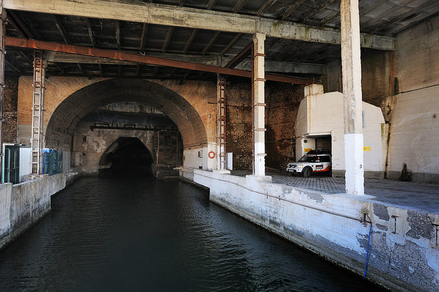 The entrance to the once-secret Soviet submarine base at Balaklava – Author: Land Rover Our Planet – CC BY 2.0