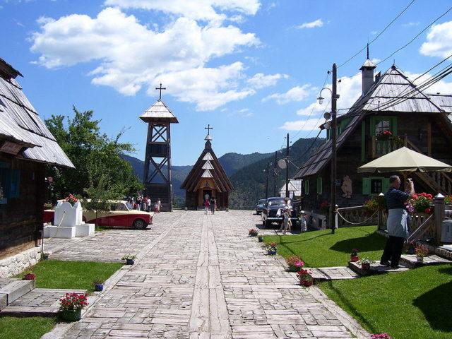 Ethno village – Drvengrad. Author: White Writer. CC BY-SA 3.0