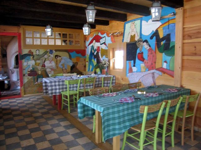 One of the restaurants in Drvengrad. Author: Тснена. Public Domain